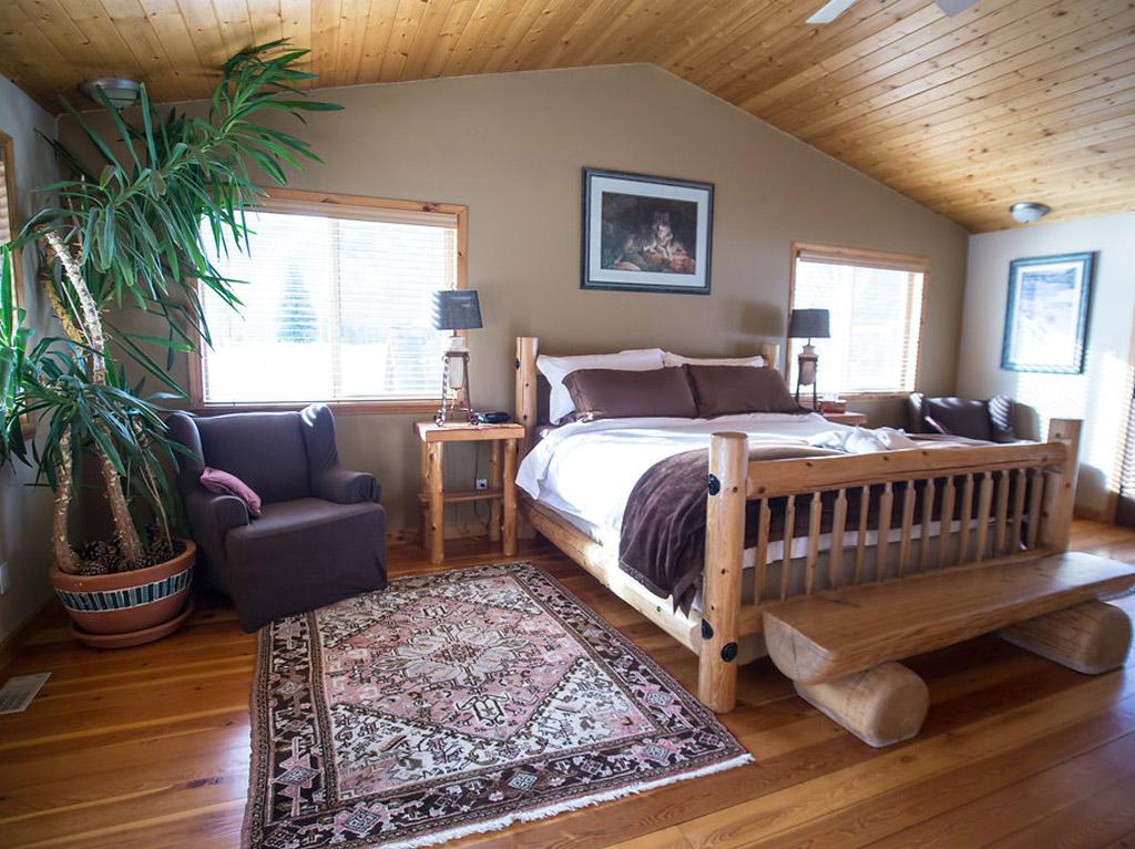 Pemberton lodge 4 ride whistler snowmobile tours rentals for Pemberton cabins